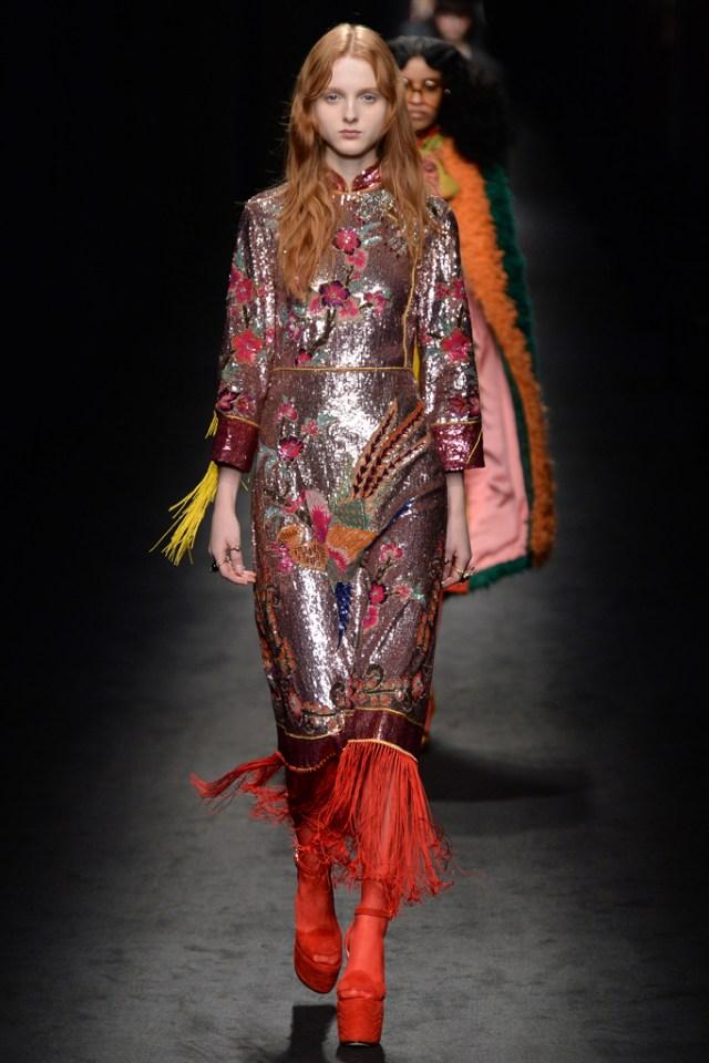 Главный тренд сезона платье с пайетками максимально броское от Gucci.