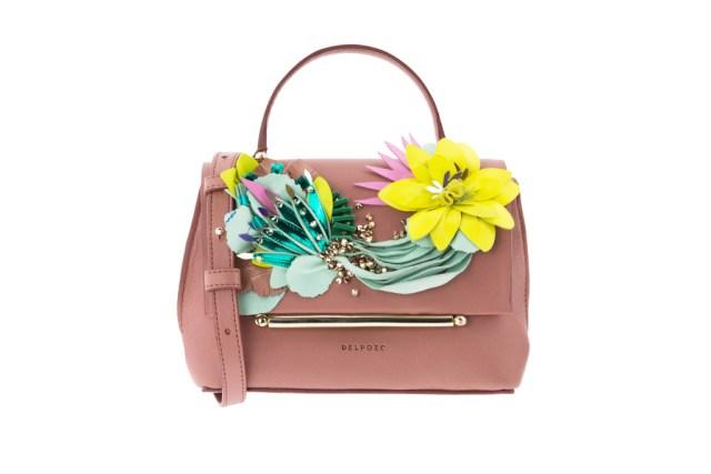 Модная сумка: яркая новинка сезона - сумки, имеющие одну ручку из коллекции delpozo.