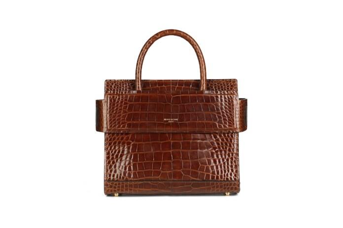 Модная сумка: яркая новинка сезона - сумки, имеющие одну ручку из коллекции givenchy.