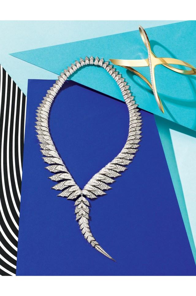 Модные украшения: 18-кратное золотое ожерелье, выполненное в виде соединённых между собой звеньев, напоминающих пёрышки из коллекции Stephen Webster.
