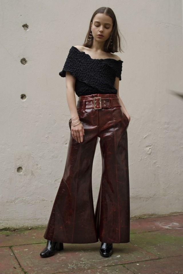 На фото: ультрамодная кожаная модель брюк в сезоне осень/зима 2016-2017 из коллекции Beaufille.