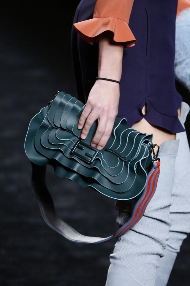 На фото: модная модель сумки осень-зима 2016-2017 из коллекции Kenzo. тренд сезона осень-зима 2016-2017 из коллекции Fendi6.