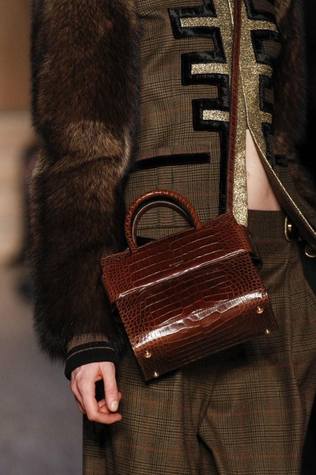 На фото: модная модель сумки осень-зима 2016-2017 из коллекции Givenchy.