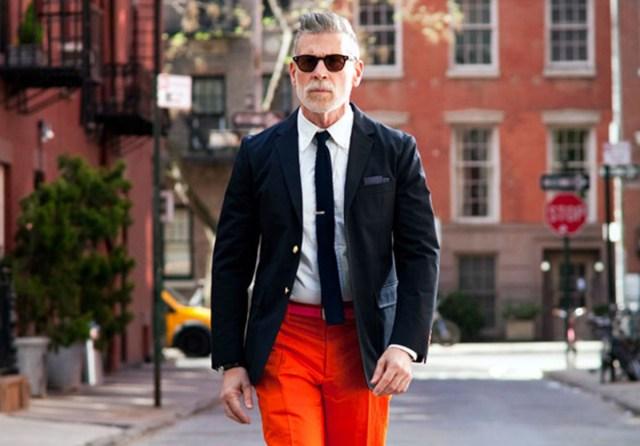 На фото: ошибка мужского гардероба - галстук не должен быть ниже или выше пряжки ремня.