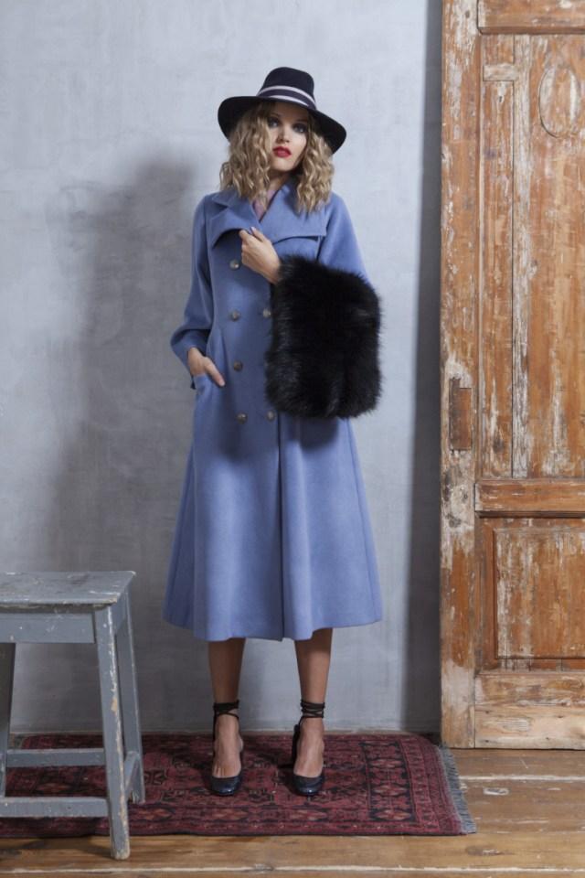 На фото: стильное классическое пальто, сезона осень-зима 2016-2017 из коллекции На фото: стильное классическое пальто, сезона осень-зима 2016-2017 из коллекции Valevskaya.