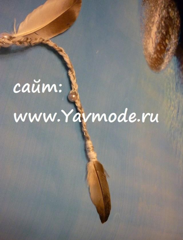 Аксессуар для волос: косичка с перьями