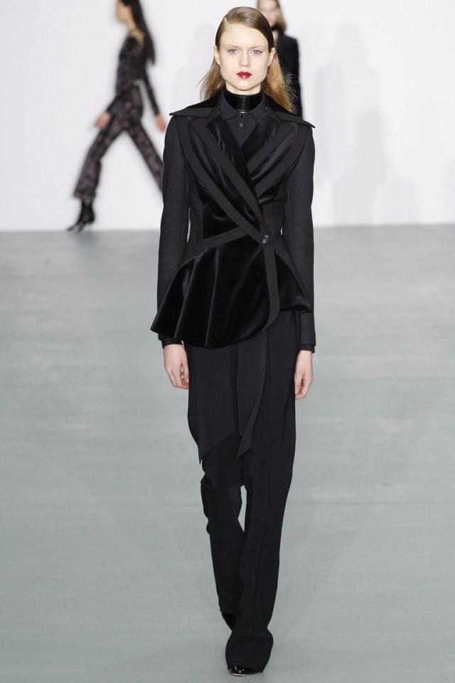 Модные пиджаки, украшенные декоративными деталямизима осень 2016 и зима 2017 фотообзор коллекции Antonio-Berardi.