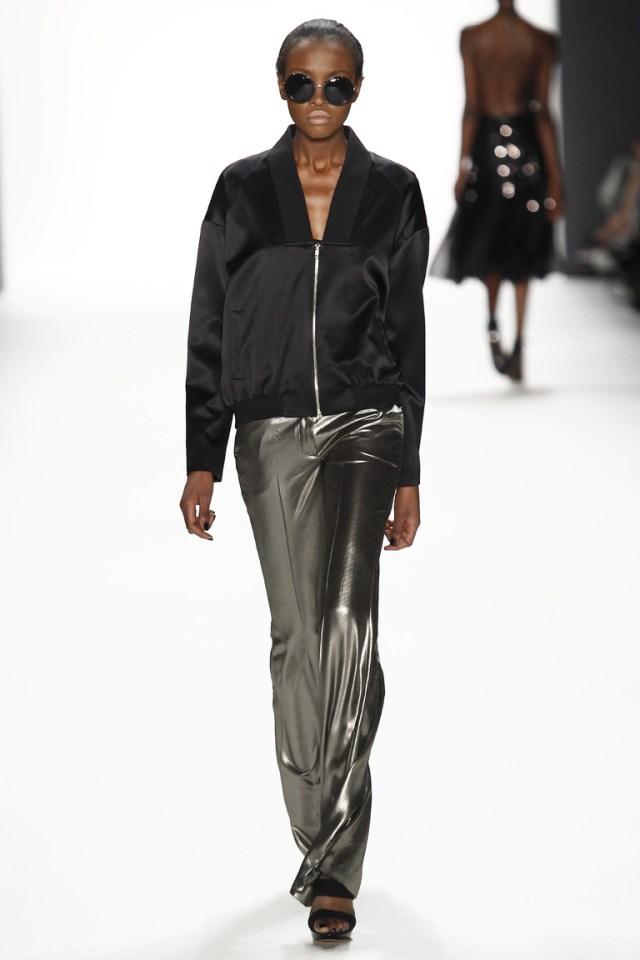 Кожаные клешенные модные брюки 2017 - фото новинки из коллекции Dimitri