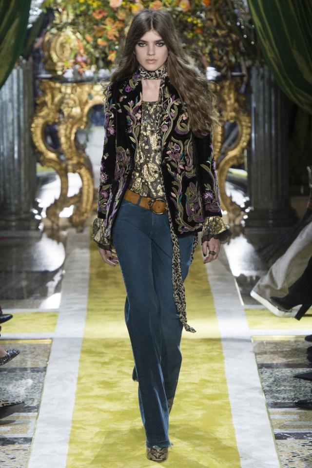 Модные женские брюки клеш 2017 с цветным пиджаком из коллекции Roberto Cavalli