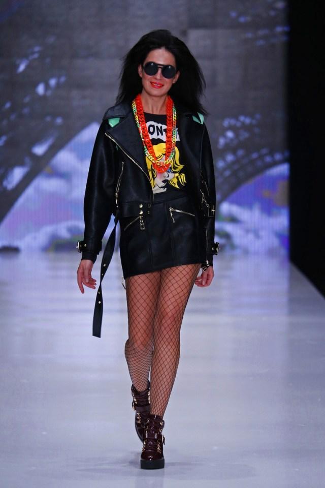 На фото: новый крутой модный образ из коллекции Vika-Smolyanitskaya.