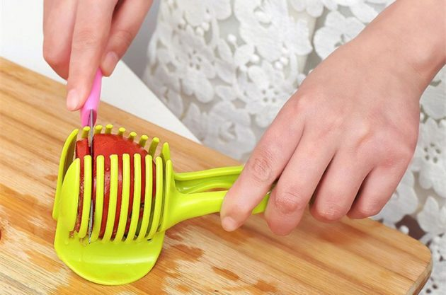 Кухонные принадлежности. Держатель для нарезки овощей к салату