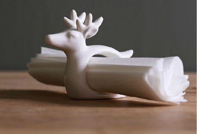 Салфетница из керамики в виде оленя