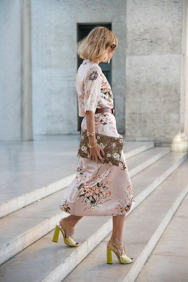Нежное модное платье - фото новинки сезона
