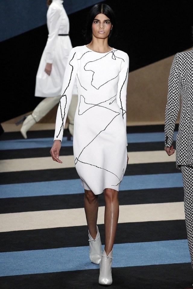 Белое модное платье футляр 2017 из коллекцииDerek Lam