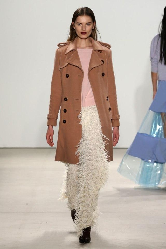 Коричневое модное пальто 2017: с чем носить?