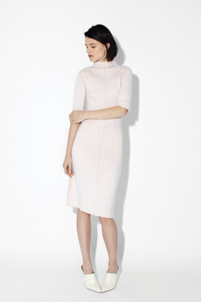 На фото: модное платье футляр 2017 в полоску из коллекцииTSE