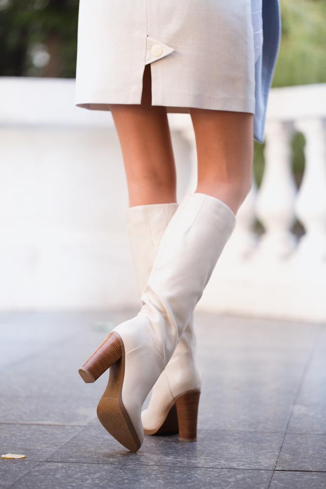 Бежевые зимние сапоги из натуральной кожи бренда BASSIRIANA