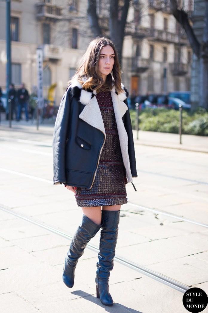С чем носить кожаную куртку? С сапогами чулками и коротким платьем