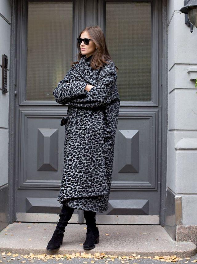 На фото: новый стильный и теплый образ - пальто оверсайз.