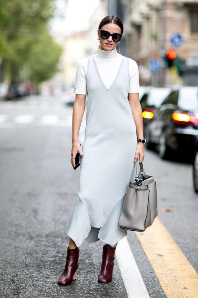 Светло серое модное платье 2017 в сочетании с водолазкой - фото новинки и тренды уличной моды