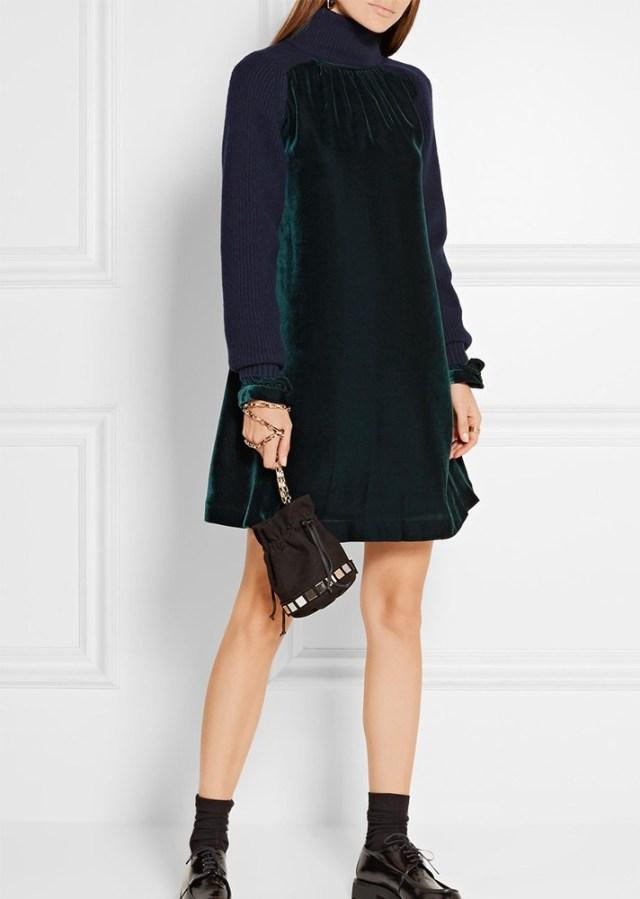 Модное платье изумрудного цвета из бархата с длинными рукавами тренд 2017