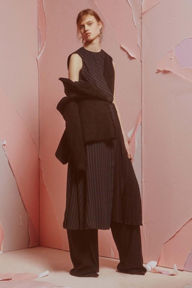 Модный черного цвета кардиган 2017 свободного кроя фото обзор коллекции ADEAM.