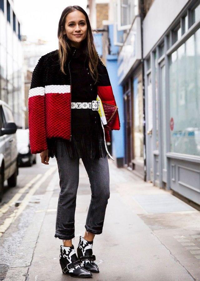 Короткие серые джинсы и цветная курточка - женская мода 2017 года