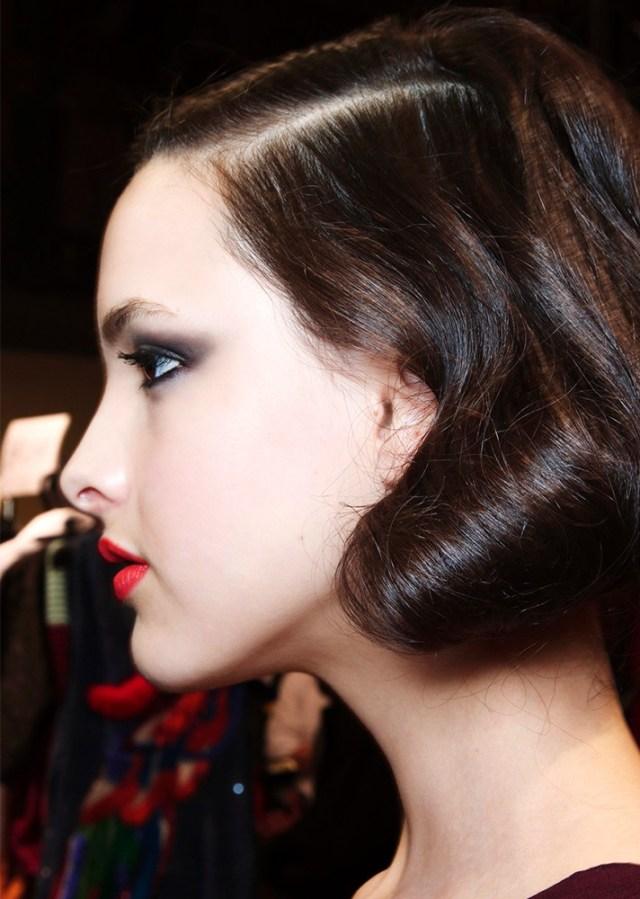 Черный вечерний макияж 2017 для глаз и ярко-красная помада