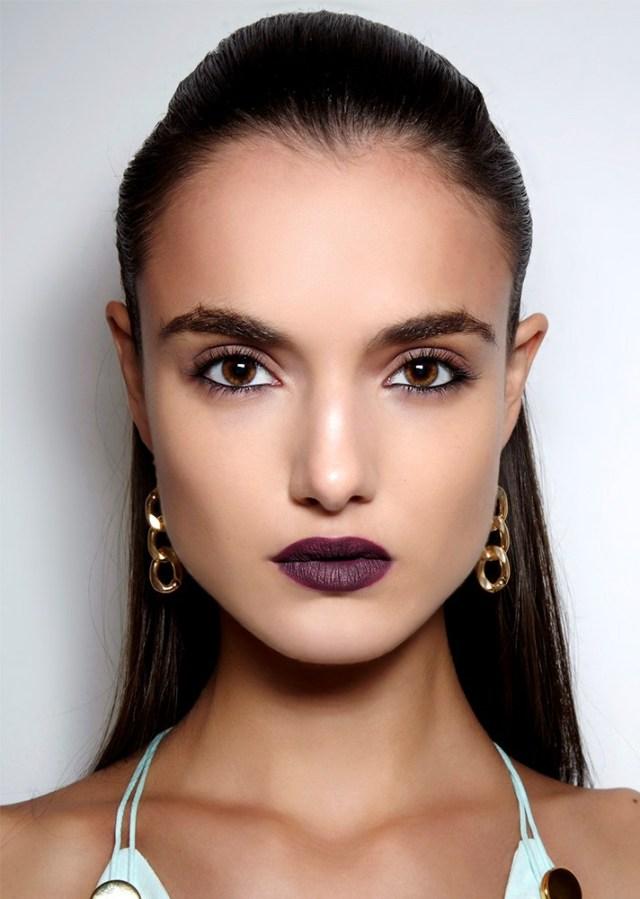 Вечерний макияж 2017 с фиолетовой матовой помадой