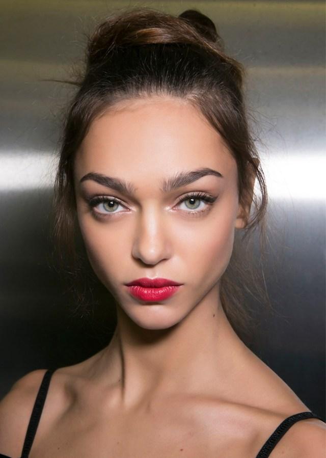 Вечерний макияж 2017 с акцентом на губы