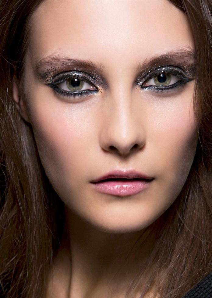 Вечерний макияж 2017 с блестящими тенями над и под глазами