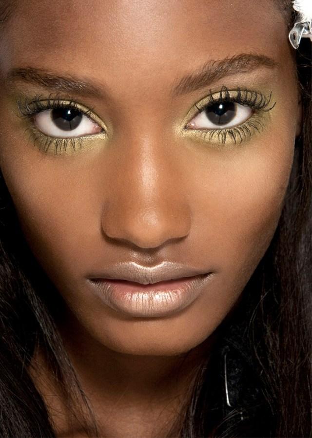 Желтые тени для глаз в модном макияже 2017