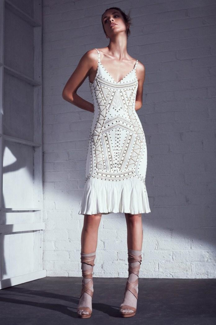 Модные белые платья 2017: элегантное белое платье на тонких бретельках - фото обзор коллекции Hervé Léger by Max Azria.