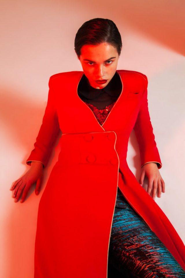 Модное пальто 2017 красного цвета - фото обзор коллекции Alexander Arutyunov.