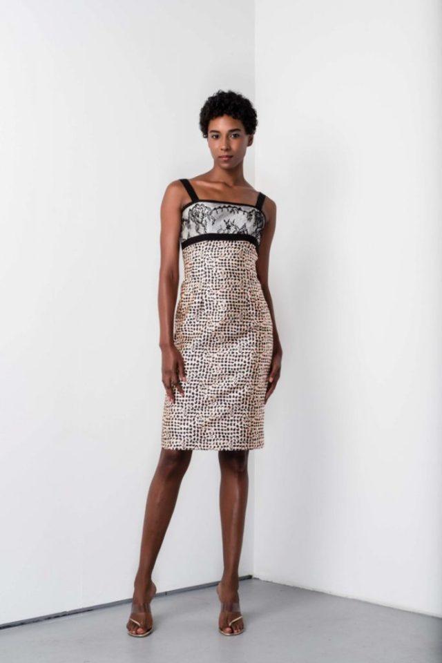 Коктельное платье прямого кроя с отделкой на груди - новая модель 2017 года из коллекции Barbara Tfank.