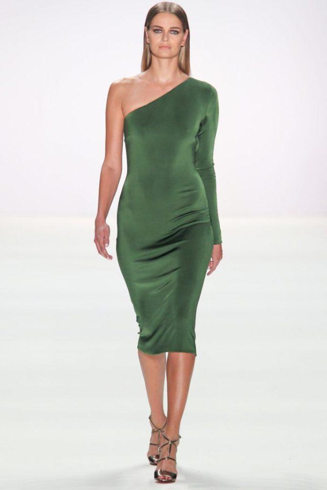 Элегантное обтягивающее платье зеленого цвета с одним длинным рукавом - модель 2017 года из коллекции Dimitri.