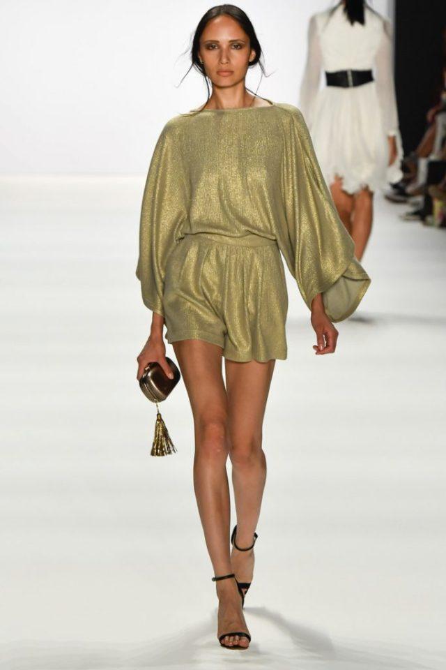 Короткое серебристое платье - модель 2017 года из коллекции Dimitri.