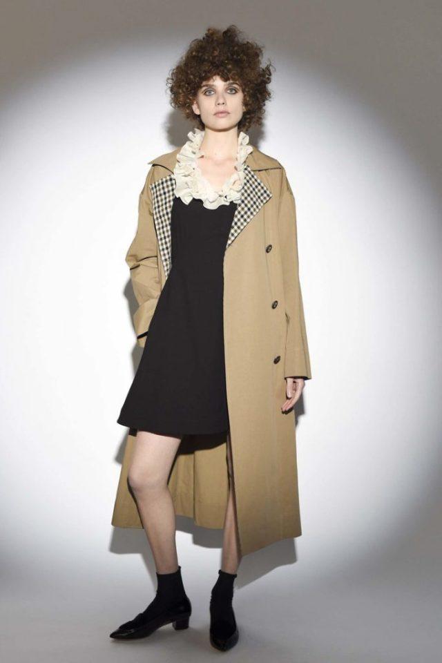 Классическое модное пальто 2017 бежевого цвета - фото обзор коллекции Isa Arfen.
