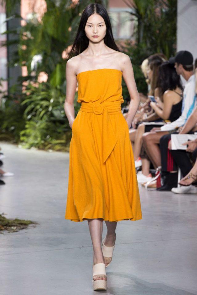 Желтый летний сарафан в новой коллекции Lacoste весна-лето 2017