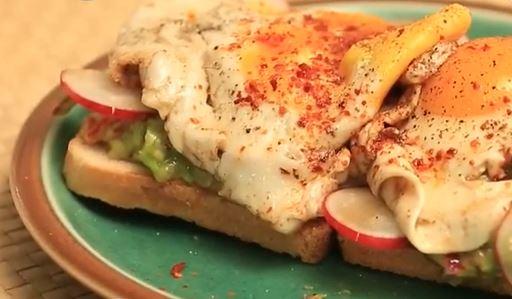 Guacamole Tost yapımı
