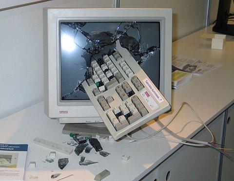 誹謗中傷対策、パソコンを破壊する