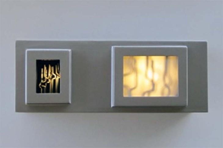 Claudio Alvarez - 1+1=3, 2014 - MDF, acrílico, espelho, alumínio, motor elétrico, super LED - 25 x 60 x 26 cm