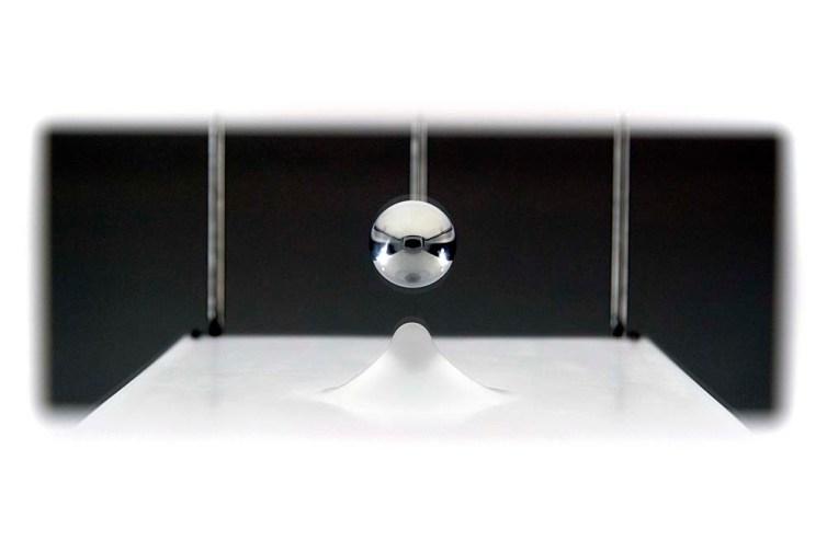 Claudio Alvarez - Paisagem Onírica, 2018 - 79 x 45 x 17 cm. - Aço inox , alumínio , acrílico e espelho