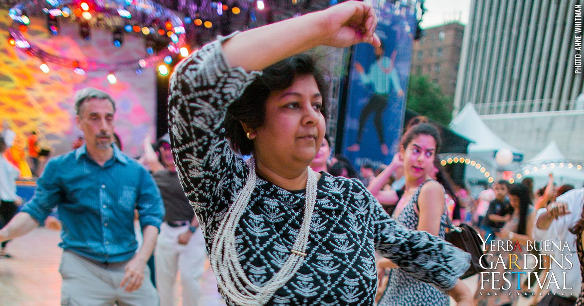 Photo of people dancing garba, by Anne Whitman
