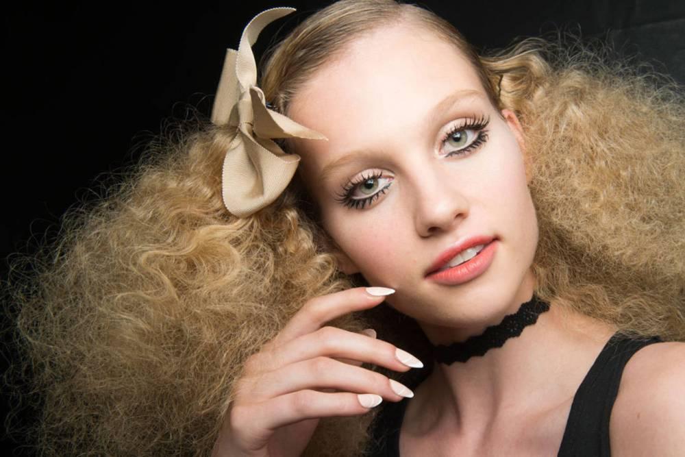 Le-maquillage-de-poupee-de-chez-Marc-Valvo
