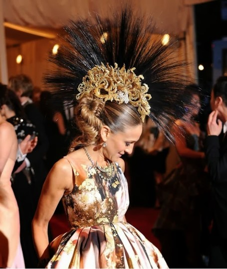 philip-treacy-mohawk-worn-by-sarah-jessica-parker-met-gala (1)