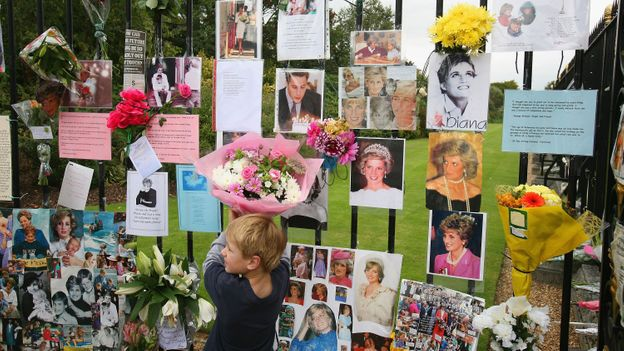 The nation saw an extraordinary outpouring of emotion following Princess Diana's death in 1997 (Credit: Credit: Daniel Berehulak/Getty Images)