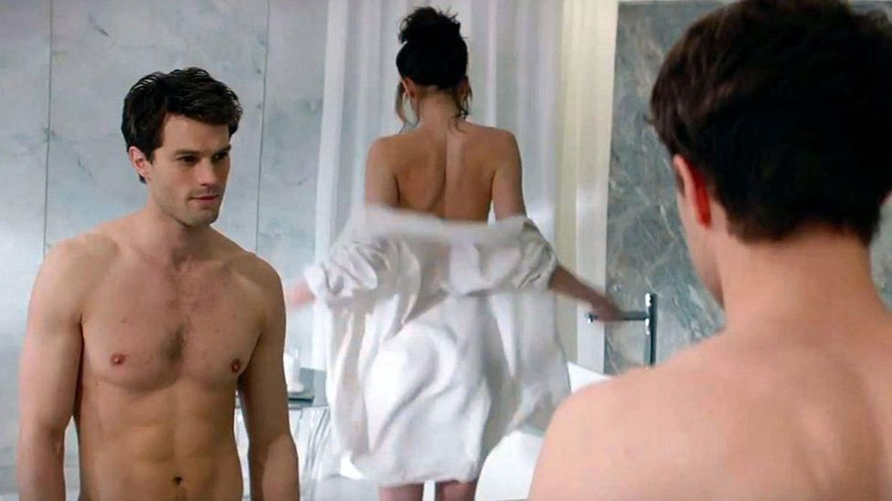 Jamie Dornan ve Dakota Johnson, Fifty Shades of Gray'in 2015 uyarlamasında rol aldılar (Kredi: Alamy)