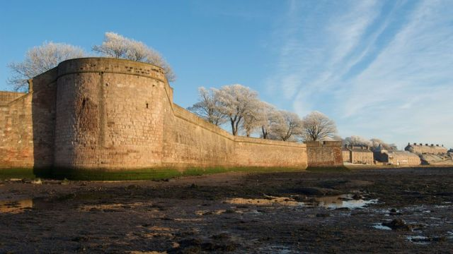 Berwick's fortified walls are among the best-preserved in Europe (Credit: Credit: jlee2374/Getty Images)