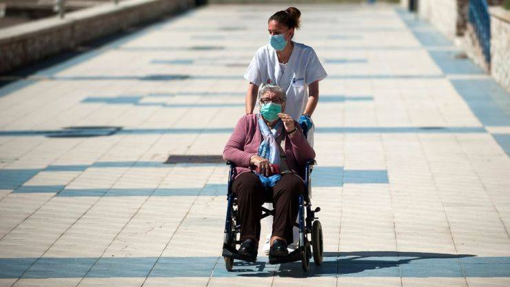 The number of people reaching 80 years of age has increased greatly in the last century, but the number reaching 90 has not (Credit: Jesus Merida/Getty Images)